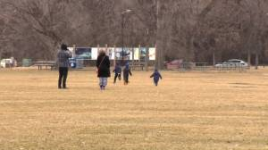 Safely socializing and outdoor activity key to kids' mental health during pandemic, experts say (01:23)