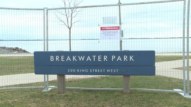 Click to play video: Kingston's Breakwater Park to close due to COVID-19 outbreak in university district