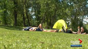 Calgarians feeling the boost from recent hot weather (01:47)