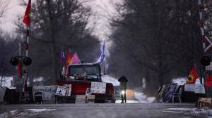 Still no sign of police movement after deadline to dismantle rail blockade on Tyendinaga Mohawk territory expires
