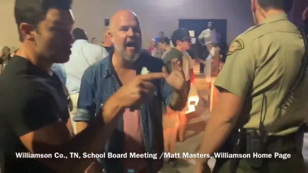Click to play video: ''We know who you are!': Anti-mask protesters issue threats after contentious Tennessee School Board meeting'