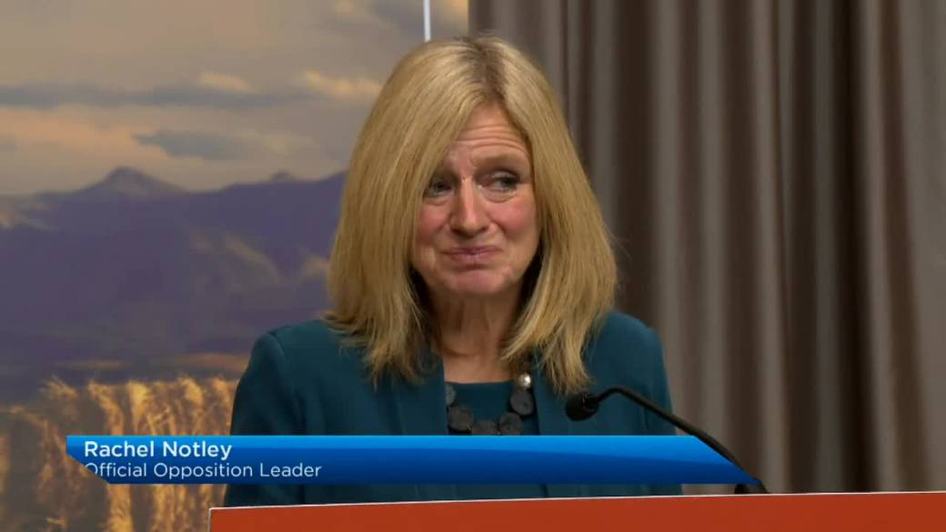 Click to play video 'Albertans react to province's new COVID-19 restrictions'
