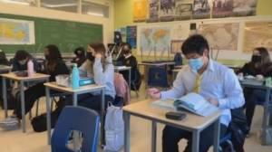 Calls for mandatory masks, return to online learning in Alberta schools (02:10)