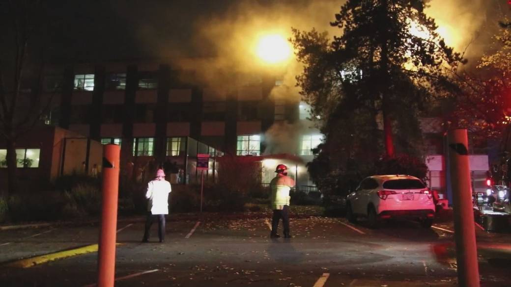 Click to play video 'Burnaby hospital struggles with COVID-19 outbreak'