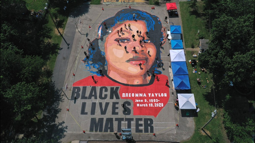 Click to play video 'Breonna Taylor timeline: Officer charged in case, but not with her death'
