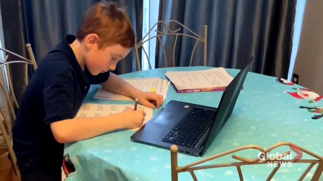 Click to play video 'Coronavirus: More students signing up for homeschooling as Quebec high schools reopen'