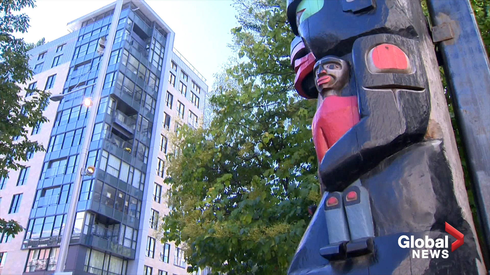 Indigenous totem pole's hand goes missing from Montreal Museum of Fine Arts