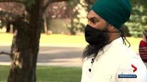 Canada election: Singh visits health-care workers in Edmonton (01:04)