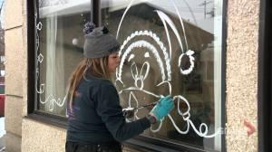 Kreative Mum helping to spread holiday cheer during coronavirus pandemic (01:22)
