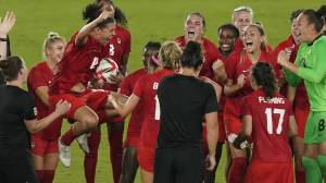 Tokyo Olympics: Canada defeats Sweden, takes gold after nail-biting shootout in women's soccer final (01:50)