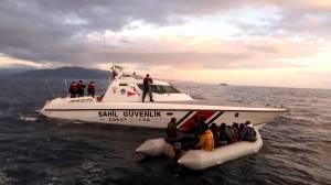 Coast guard rescues 120 migrants off Turkish coast (01:39)