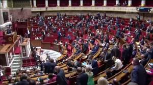 French parliament approves wide-ranging climate change bill to green the economy (00:45)