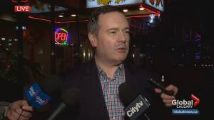 Premier Kenney stops in Calgary's Chinatown to discuss coronavirus concerns