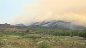 Nk'Mip Creek wildfire burning away from properties, amid concerns about change in wind (03:28)