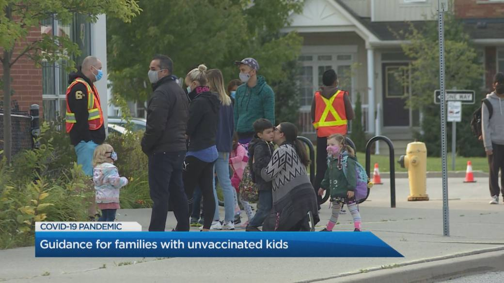 Click to play video: 'Guidance for parents with unvaccinated children amid easing restrictions'