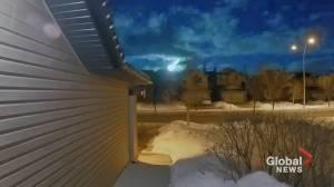 A meteor streaks across pre-dawn Alberta sky (00:31)