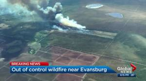 Wildfire near Evansburg prompts evacuations in Yellowhead County (00:37)