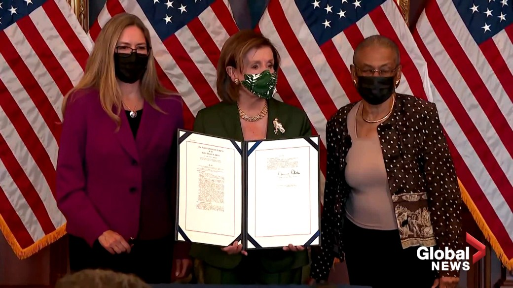 Click to play video: 'Pelosi, House Democrats hold bill enrollment to honour U.S. Capitol Police with Congressional Gold Medals'