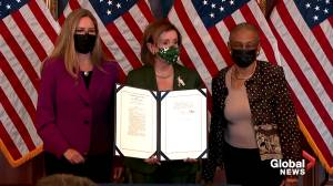 Pelosi, House Democrats hold bill enrollment to honour U.S. Capitol Police with Congressional Gold Medals (01:30)