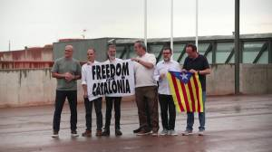 Catalan separatist leaders walk out of jail after pardon (00:34)