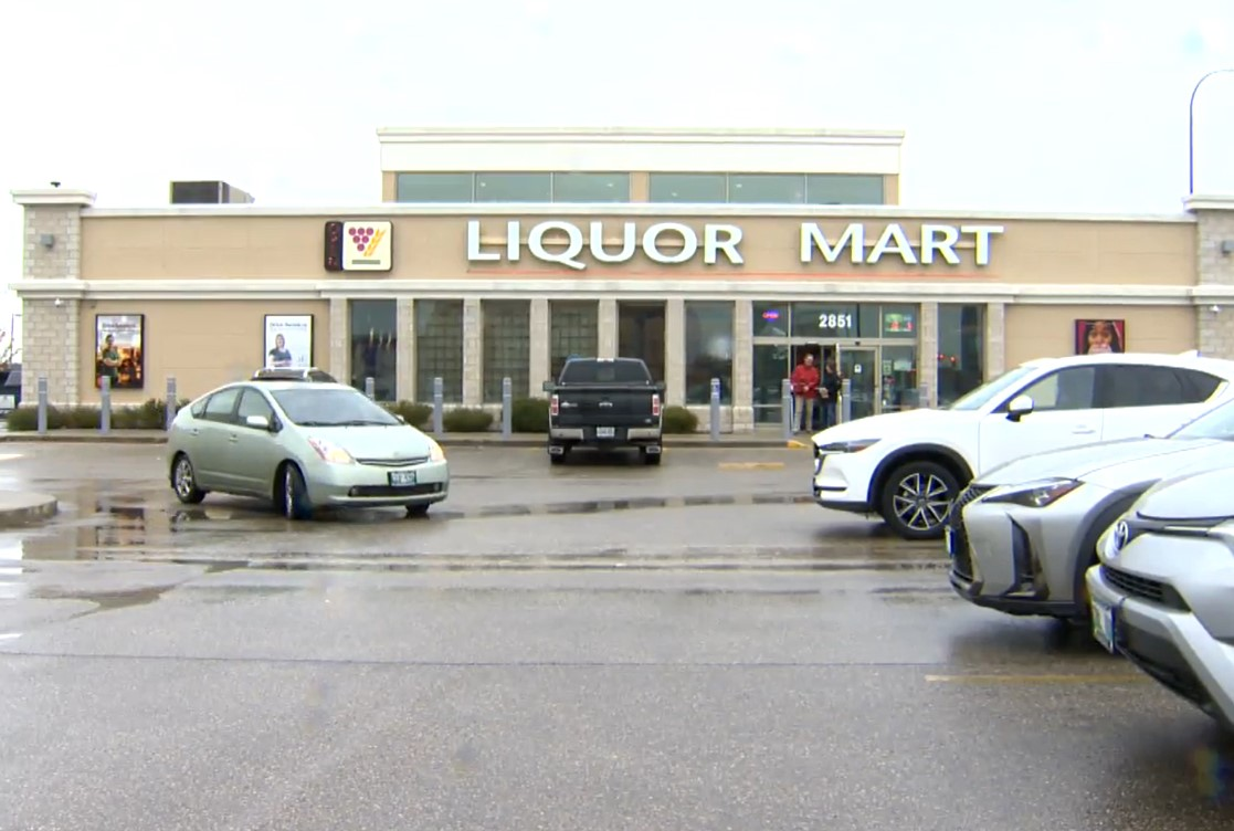 Online video appears to show more blatant thefts at Winnipeg liquor store