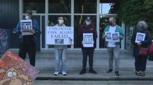 Vigil at Stanley Park condemns culling of coyotes (02:05)