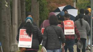 Laid-off workers set up pickets at Vancouver quarantine hotel (02:06)