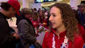 Manitoba curlers return from World Championships to hero's welcome (01:50)