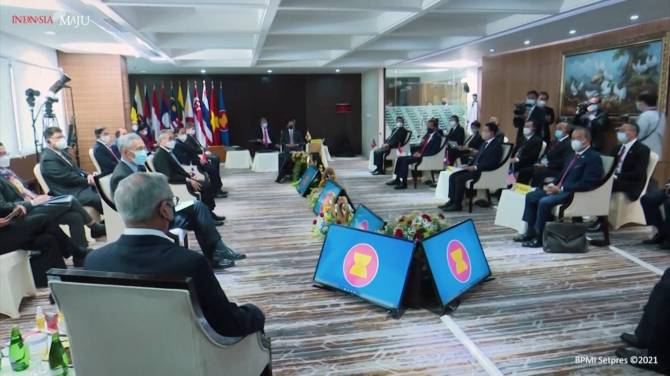 Click to play video: ASEAN nations say they've agreed on plan with Myanmar military chief on ending crisis