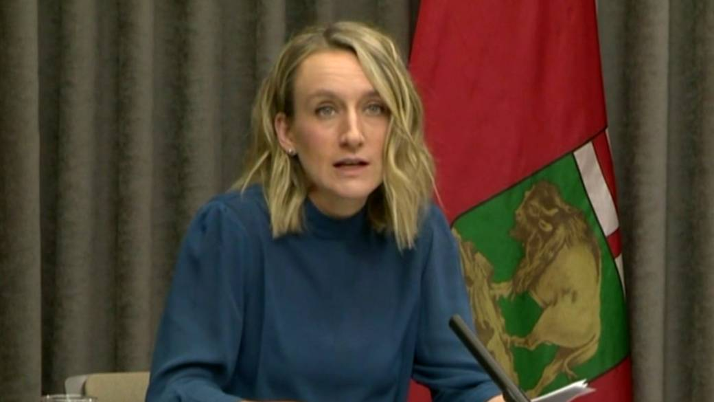 Click to play video: `` Manitoba Updates COVID-19 Isolation Guidelines for Fully Immunized People ''
