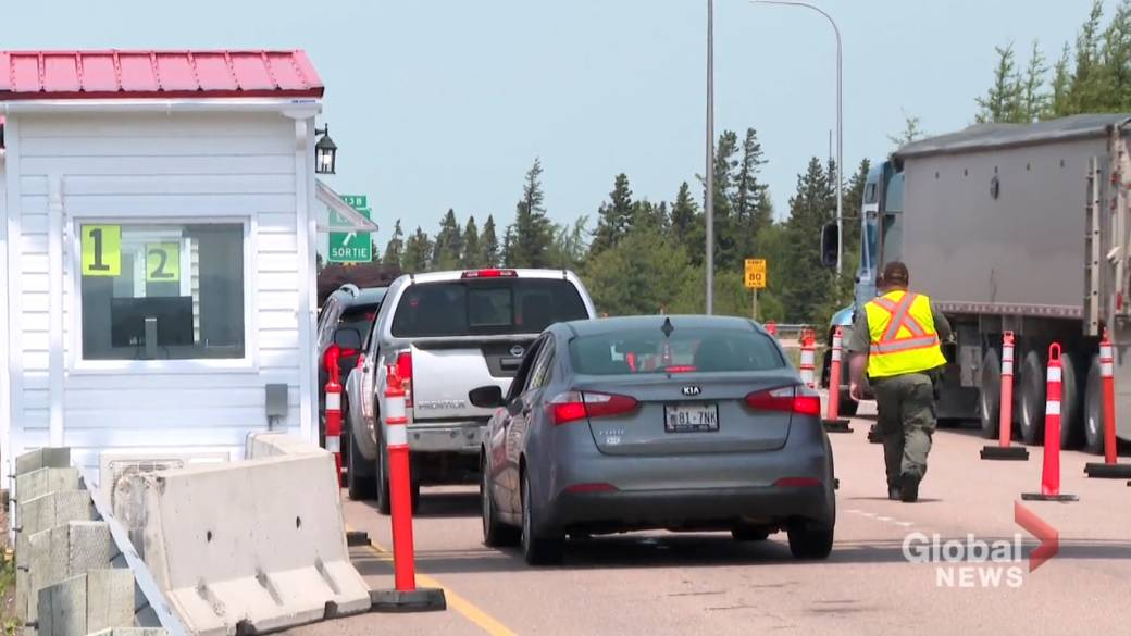 Click to play video: 'Amherst, N.S. mayor calls on Atlantic provinces to reopen together'