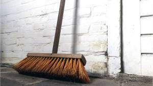 Broom challenge: the latest trend on Twitter