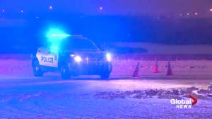 Edmonton police officer injured, other driver dead after Whitemud hit-and-run (01:02)
