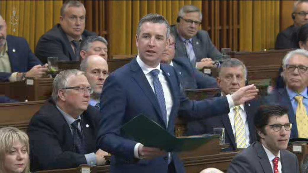 Click to play video 'House Speaker urges PM, MPs to be 'respectful' during heated debate on conflict of interest report'