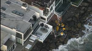 Nine injured after Malibu balcony collapses onto rocky beach (01:35)