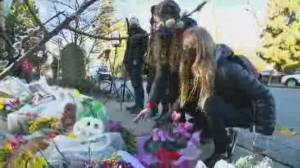 Memorial grows for victims of North Vancouver stabbing spree (02:38)