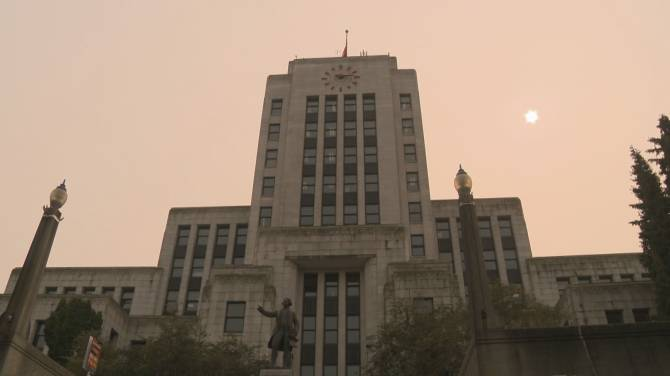 Click to play video: Global News exclusive: Vancouver city managers receive raises during pandemic
