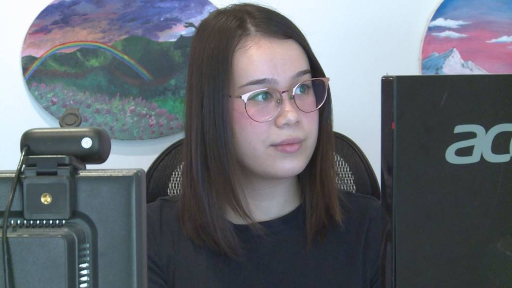 Click to play video: 'Post-secondary students navigating through new online normal'