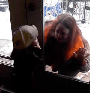 Pinecrest Nursing Home employee in Bobcaygeon, Ont., plays with toddler son through window (00:20)