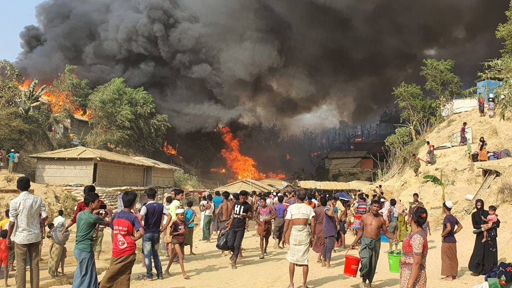Click to play video: '15 dead, 400 missing after fire at Rohingya refugee camp in Bangladesh: UN'