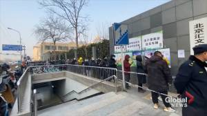 Coronavirus: Long lines for COVID-19 testing form in Beijing's Dongcheng District (00:38)