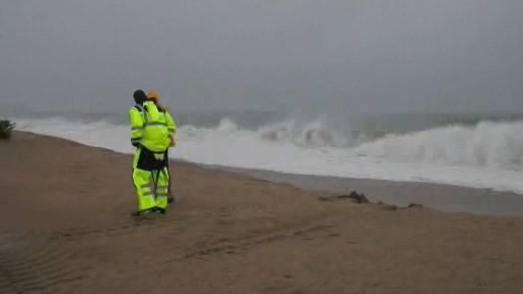 Click to play video: 'Tropical Storm Henri soaks northeastern U.S., bound for Atlantic Canada'