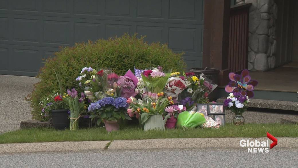 Click to play video: 'Friends, strangers come to pay respects after missing Port Moody woman found dead'