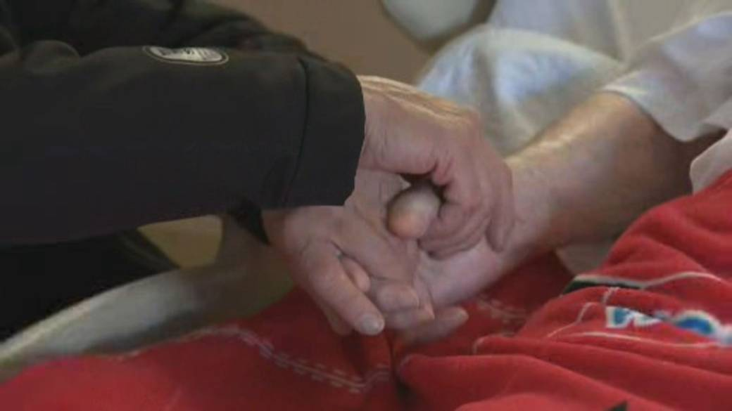 Click to play video 'Pressure mounts to curb COVID-19 crisis in long-term care homes'