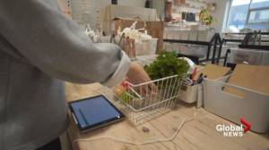 Package free grocery store grows online business during pandemic (02:44)