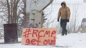 RCMP make more arrests at Coastal GasLink protest site (01:50)