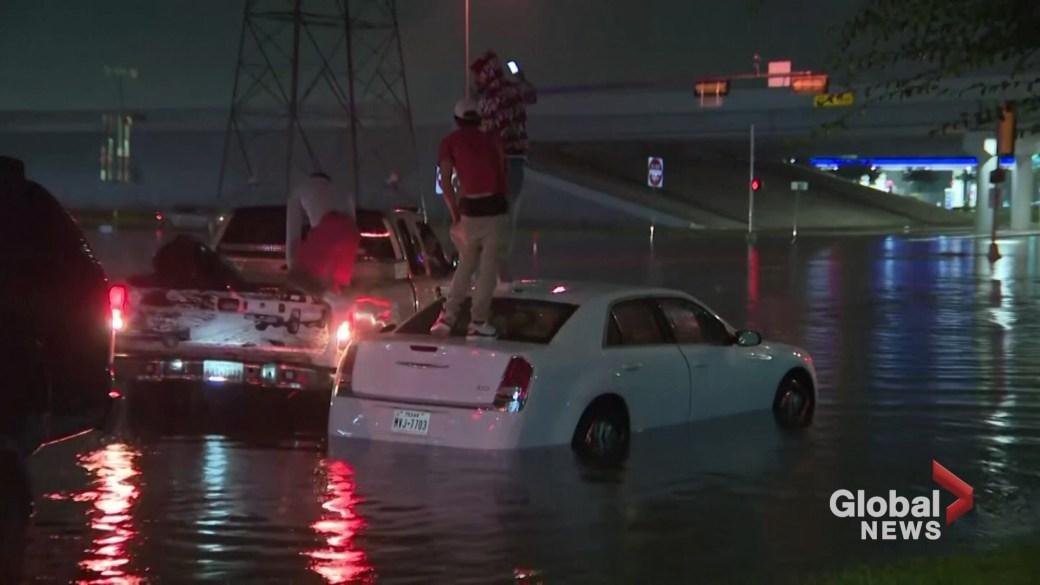 Click to play video 'Tropical Storm Beta crawls inland, dumping heavy rains on Texas coast'