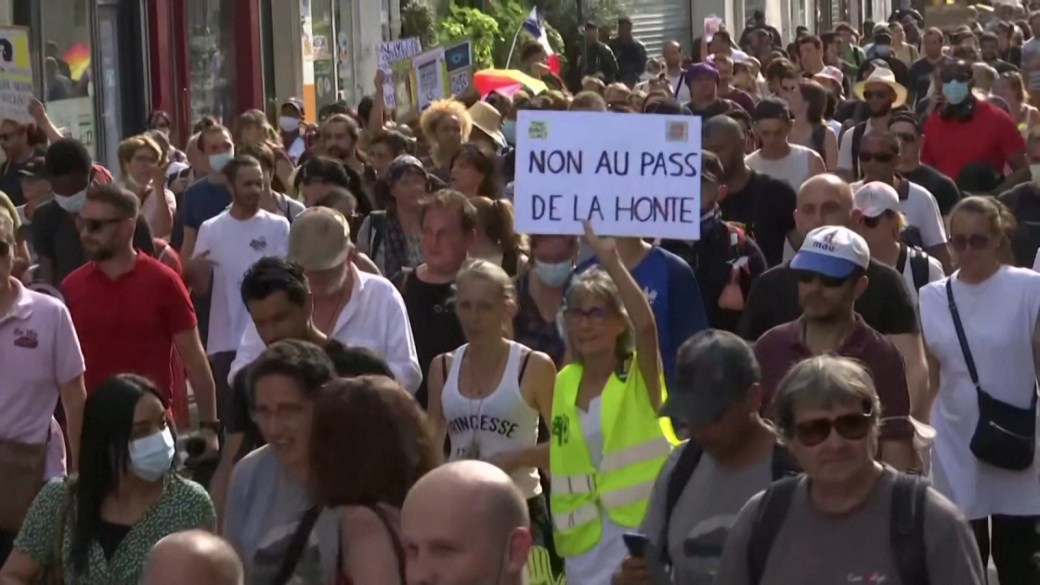 Click to play video: 'Hundreds in Paris protest French COVID-19 health pass'