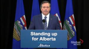 'I sincerely regret the decision we made': Alberta premier apologizes for working dinner at Federal Building (03:36)