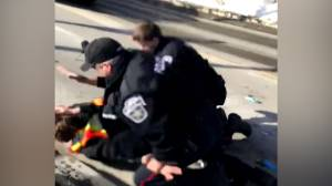 Cell phone video shows 'violent' arrest of man in Barrie, Ont. (00:33)